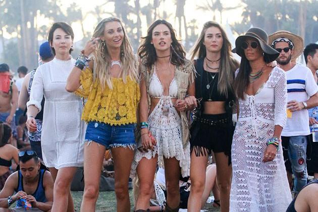 Las celebrities lucen los mejores looks boho en Coachella.