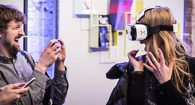 Expertos en moda, industriales del sector y diseñadores son los principales asistentes a la Fashiontech.